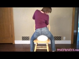 ASS IN TIGHT JEANS SIT2POP