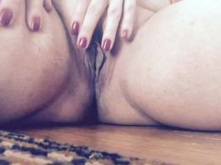 Carlycurvy opens legs to play with pussy and talk dirty