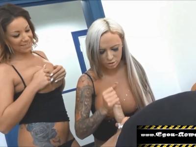 Zwei Freundinnen Abgefickt