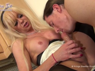 Tranny Housewife Likes Her Deliveries From Strangers Big And Raw
