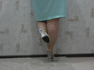 BBW nylon tights and shows off fat legs in high heels, foot fetish.