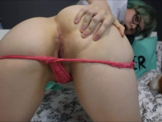 Sucking toes and cumming