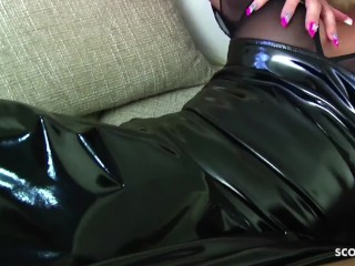 Latex Domina Tini gibt dir den besten Dirty Talk in Deutsch