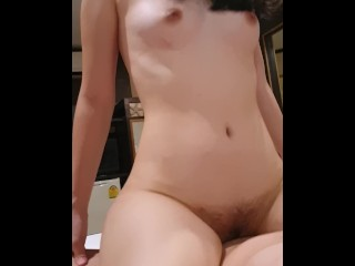 Teen girl squirts while ridding
