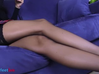 High/show brunette in stockings foot