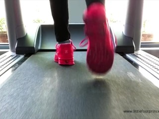 Slave cleans my smelly socks and feet after a gym session - LFP