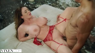 VIXEN Sophie Dee Is Completely Insatiable And Gets The Fuck Of Her Life!