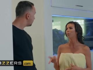 Brazzers - Busty big ass milf Alexis Fawx wants a big dick in her ass