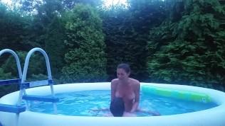 Fun&Fuck in a tiny garden pool:)