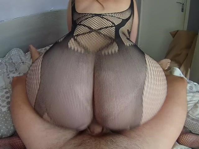 Elle Met Sa Lingerie Sexy Pour Chevaucher Son Petit Ami Avec Son Gros Cul!