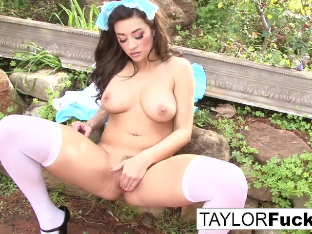 Taylor Vixen Plays With Herself