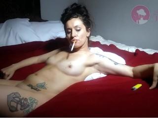 Smoking Jewels : Newport 100 smoking sex