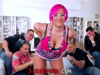 3-wayporn - sexy pink haired sexy mom blowbang bukkake
