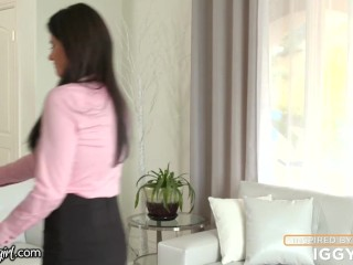 India Summer Can't Control Her Lust For Step-Daughter! -MommysGirl