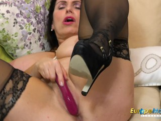 EuropeMaturE Huge Tits Play and Toying
