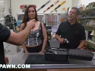 XXXPAWN - Latin MILF With Big Tits Walks Into My Shop With A Gun