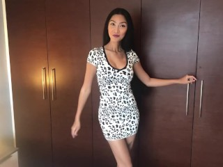 Asian babe plays with herself - Lana plays for a custom show