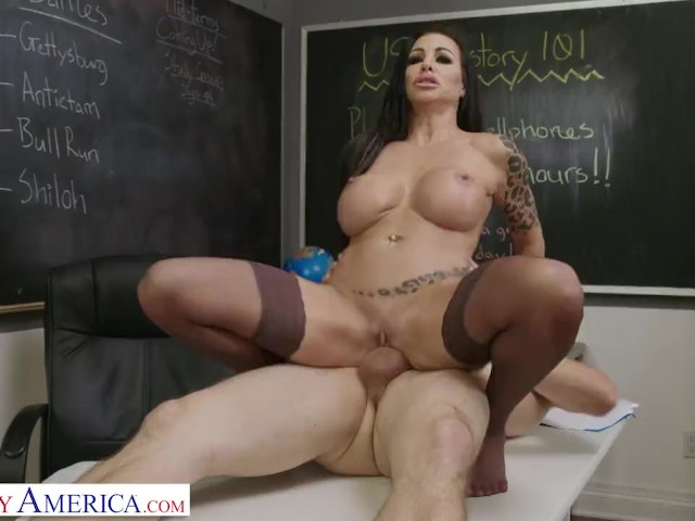 Naughty America Michelle Miller (melissa Lynn) Shows Off Her Tats and Boobs