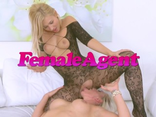Public Agent hot blonde gives it to him for his cash offer