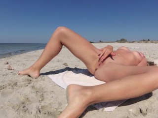 SEX ON A PUBLIC BEACH ! Sexy Busty Blonde Gets Hot Fuck and Cum in Pussy