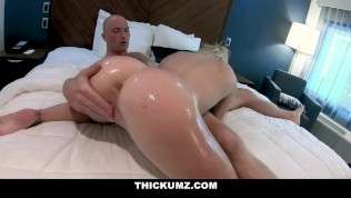 Thickumz - Blonde Cutie Claps Her Cheeks For A Stud