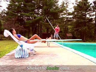 Shake The Snake - Summer Hot Fuck at the Pool