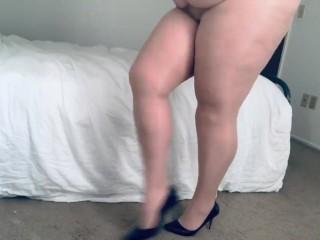 Chubby/walking in sexy heels posing