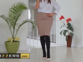Brazzers - Dirty Masseur fucks phat ass pornstar Lela Star