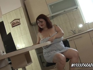 huge boobs redhead pussy play with nipples and lactate to her caffe