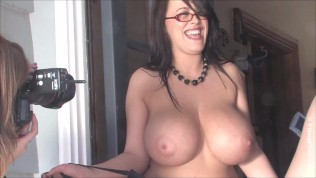 Leanne Crow is your nerdy MILF with a fantasizing big boobs