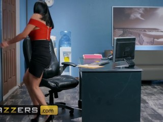 Brazzers - big Tits boss Audrey Biton sucks big dick in the office