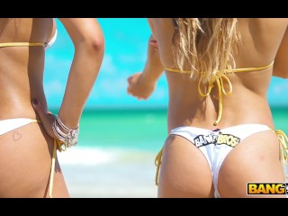 BANGBROS - Hot Women Shower On South Beach To Rinse Off The Sand