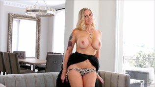 Lonely MILF Julia Ann plays with herself to orgasm in the living room