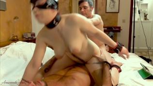 Fidanzata condivisa con fan in threesome amatoriale con doppia penetrazione