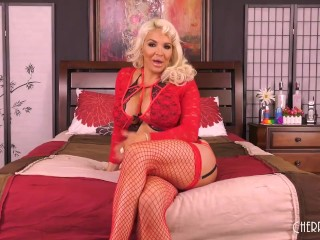 Curvy MILF Blonde Gets Her Bimbo Pussy Eaten Out and Stuffed