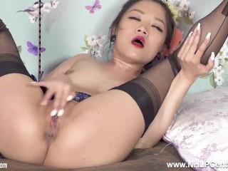 hot hotel geisha girl louisa lu jerks in nylons and high heels