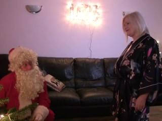 LACEYSTARR - I Saw Granny Fucking Santa!