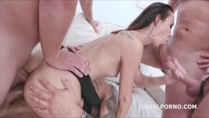 mariah nude and busty