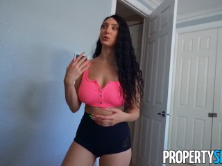 propertysex unreliable roommate exposes highly dependable boobs