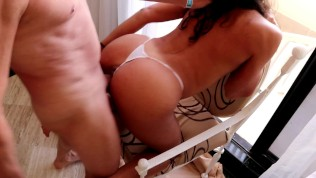 Latina adolescente con gran culo chupando y follando duro