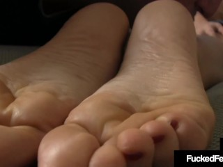 Hot Wrinkled Soled Hottie Leena Sky Gives Lubed Oily FootJob For John!