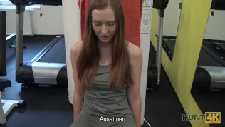 HUNT4K. Nach hartem Training im Fitnessstudio ist Linda Sweet