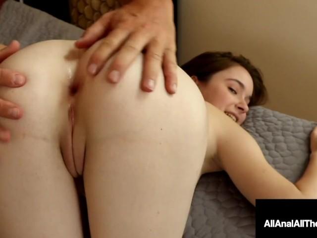Hazel Moore, Teen in Dessous, nimmt Anal-Creampie von riesigem Penis
