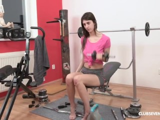 Teen Hits the Gym to Keep her Pussy Tight