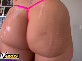 BANGBROS - English PAWG Paige Turnah Showing Off Dat Azz