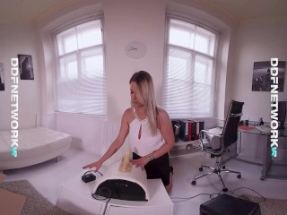 nikky dream plays with a hot fucking machine until she creams in vr