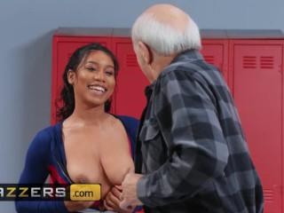 Brazzers - ebony Jenna Foxx takes white dick in the shower