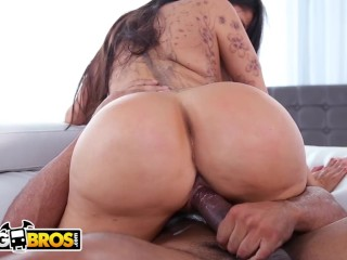 BANGBROS - Lela Star Takes Big Black Dick With Ease