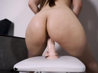 Babe with perfect ass testing her new toy – hot riding
