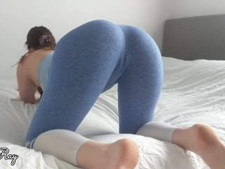 Fit Babe Rips Her Yoga Pants For a Massive Dripping Creampie